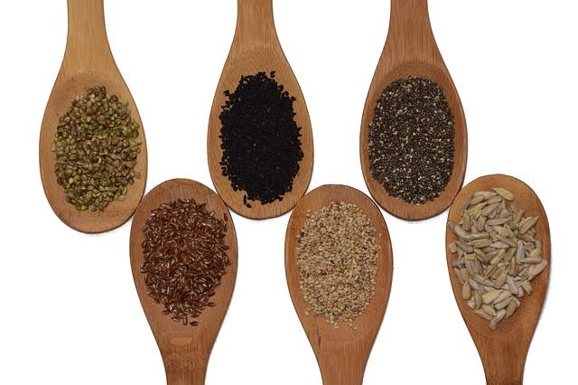 různé druhy semínek
