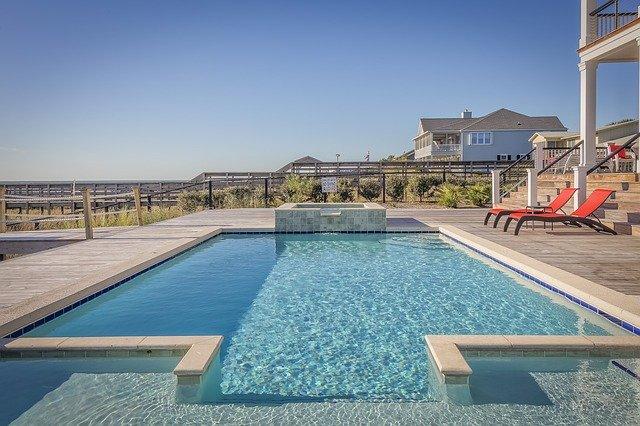 typický zahradní bazén.jpg